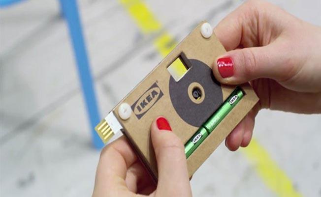 Câmera digital de papelão
