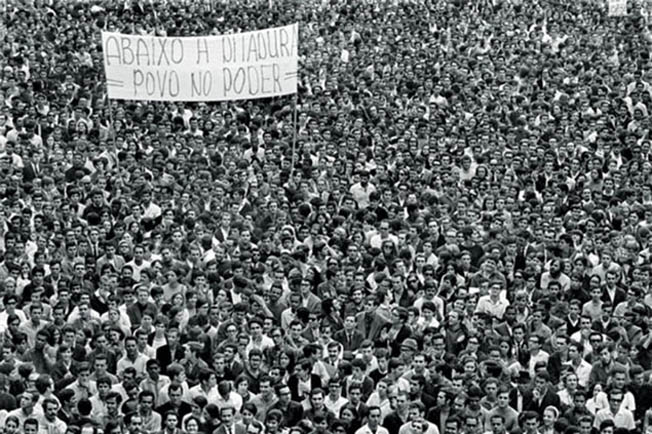 10 Fotografias brasileiras mais famosas - Passeata dos cem mil