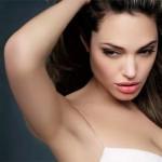 Quem dá mais? Foto de Angelina Jolie de topless vai a leilão