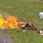 Fotógrafo brasileiro recebe prêmio internacional em Mônaco por salvar piloto das chamas