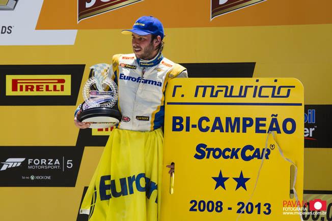 Foto campeão Stock Car 2013 - Ricardo Maurício