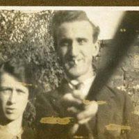 """Foto antiga mostra que o """"pau de selfie"""" já era usado em 1926"""